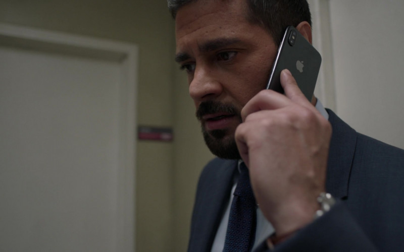 Apple iPhone Smartphone of J. R. Ramirez as Jared Vasquez in Manifest S03E06 Graveyard Spiral (2021)