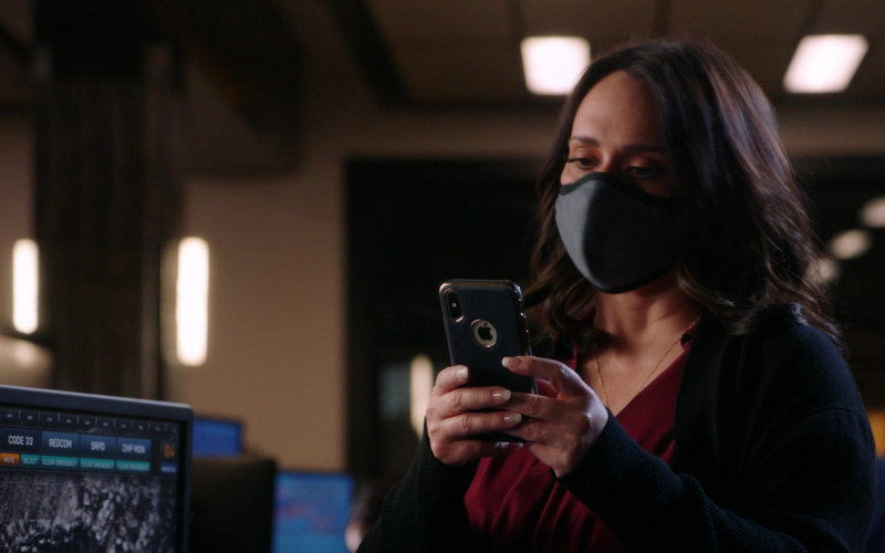 Apple iPhone Smartphone of Jennifer Love Hewitt as Maddie Buckley in 9-1-1 S04E09 Blindsided (2021)