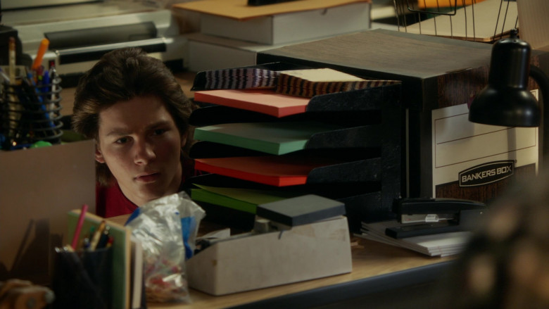 Bankers Box in Young Sheldon S04E12 A Box of Treasure and the Meemaw of Science (2021)