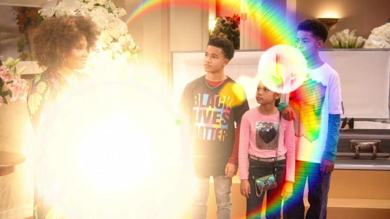 Black Lives Matter T-Shirt of Cameron J. Wright as Mazzi McKellan in Family Reunion S03E07 (1)