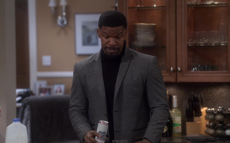 Bud Light Seltzer Enjoyed by Jamie Foxx as Brian Dixon in Dad Stop Embarrassing Me! S01E08 TV Show (2)