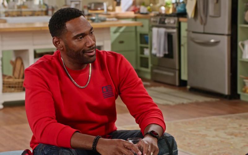 Carhartt Red Sweatshirt of Anthony Alabi as Moz McKellan in Family Reunion S02E06 (2)