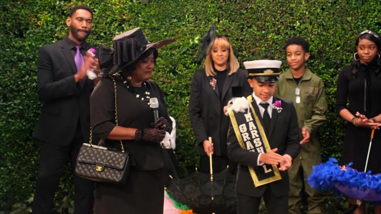 Chanel Handbag of Loretta Devine as M'Dear in Family Reunion S03E07 Remember When the Glass Passed (2021)