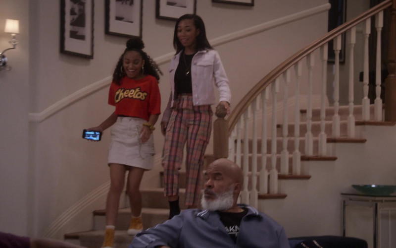 Cheetos Cropped Top of Miracle Reigns as Zia in Dad Stop Embarrassing Me! S01E03 TV Show (1)