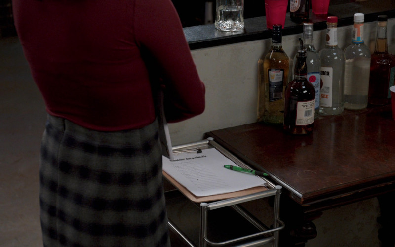 Cinzano Vermouth in Younger S07E06 The F Word (2021)