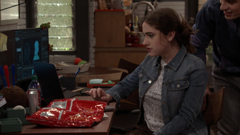 Coca-Cola Soda Enjoyed by Rachel Sennott as Jackie Raines in Call Your Mother S01E09 One Bad Mother (2021)