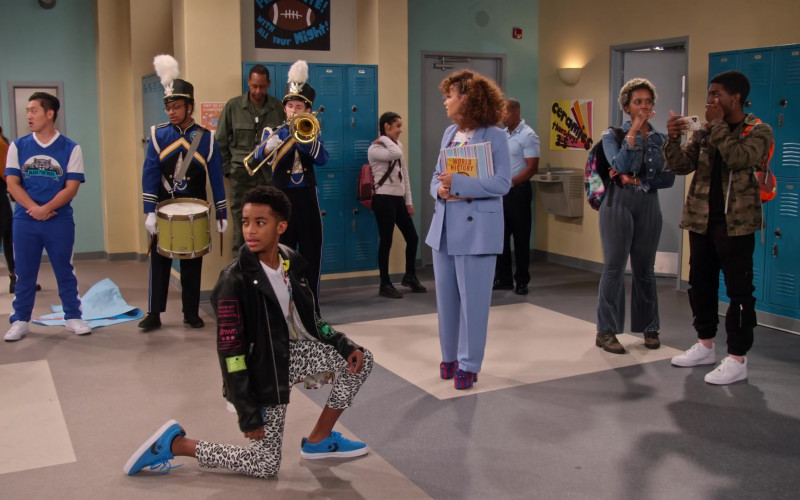 Converse Blue Sneakers of Isaiah Russell-Bailey as Shaka McKellan in Family Reunion S02E05 (1)
