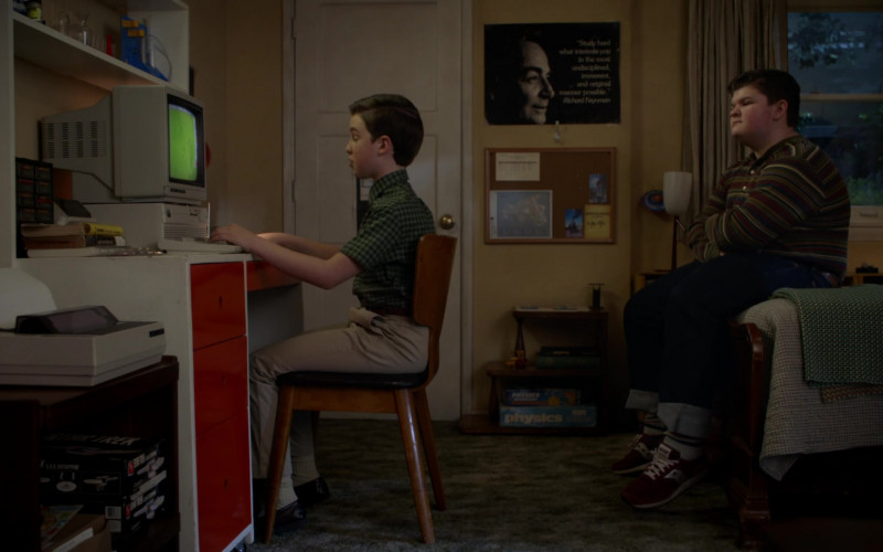 Converse Sneakers in Young Sheldon S04E15 A Virus, Heartbreak and a World of Possibilities (2021)