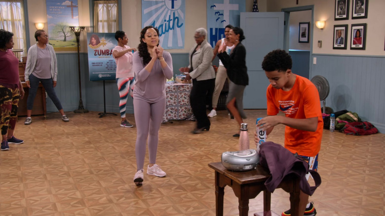 Core Water Bottles in Family Reunion S03E08 (1)