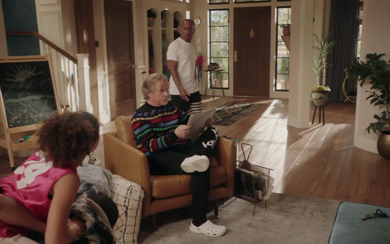 Crocs White Clog of Don Johnson as Rick in Kenan S01E09 Teacher's Strike (2021)