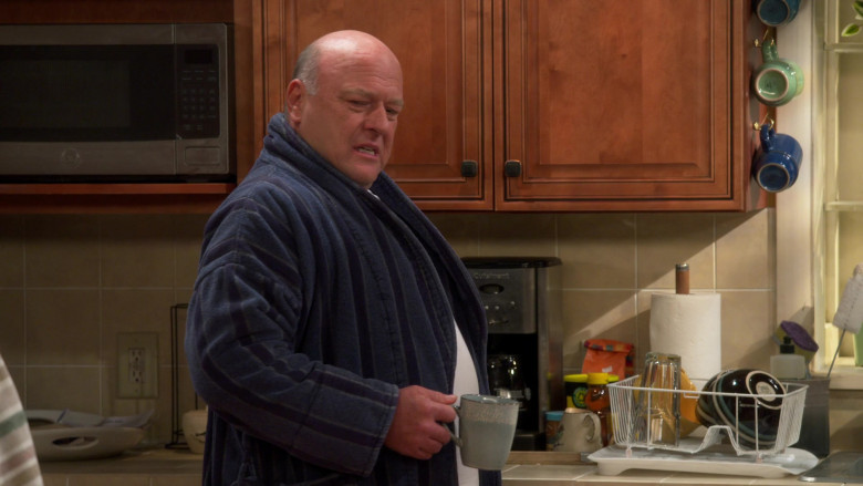 Cuisinart Coffee Machine Used by Dean Norris as Art in United States of Al S01E05 HomesickDeghyat (2021)