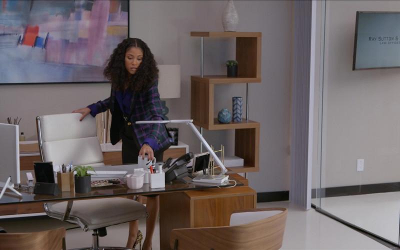 Dell AIO Computer (White) of Lex Scott Davis as Cassidy in Rebel S01E03 Superhero (2021)