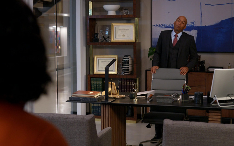Dell All-In-One PC of James Lesure as Benji Ray in Rebel S01E03 Superhero (2021)
