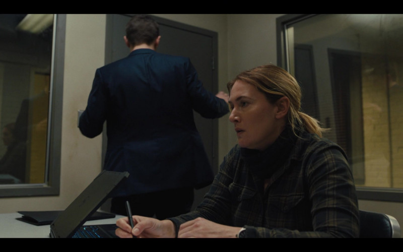 Dell Laptop of Kate Winslet as Det. Mare Sheehan in Mare of Easttown S01E02 (3)
