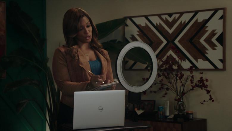 Dell Laptop of Vanessa Bell Calloway as Bobbi in Kenan S01E07 (1)