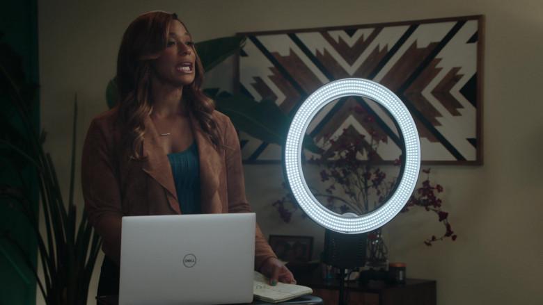 Dell Laptop of Vanessa Bell Calloway as Bobbi in Kenan S01E07 (2)