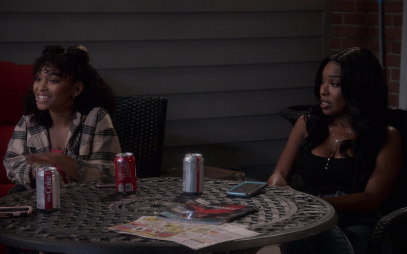 Diet Coke and Coca-Cola Drinks in Dad Stop Embarrassing Me! S01E04 (3)