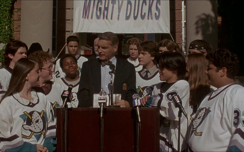 E! TV Channel Microphone in D3 The Mighty Ducks (1996)