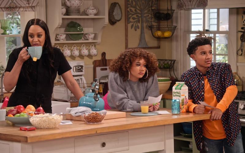 Florida's Natural No Pulp Orange Juice in Family Reunion S02E04