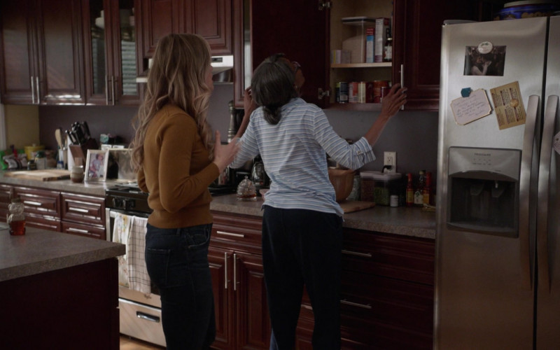 Frigidaire Refrigerator in Manifest S03E04 Tailspin (2021)