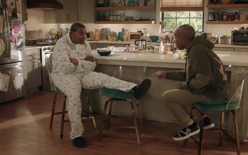 Givenchy Urban Street Crossed Strap Trainers of Chris Redd as Gary Williams in Kenan S01E07 Kenan's Mom (2021)