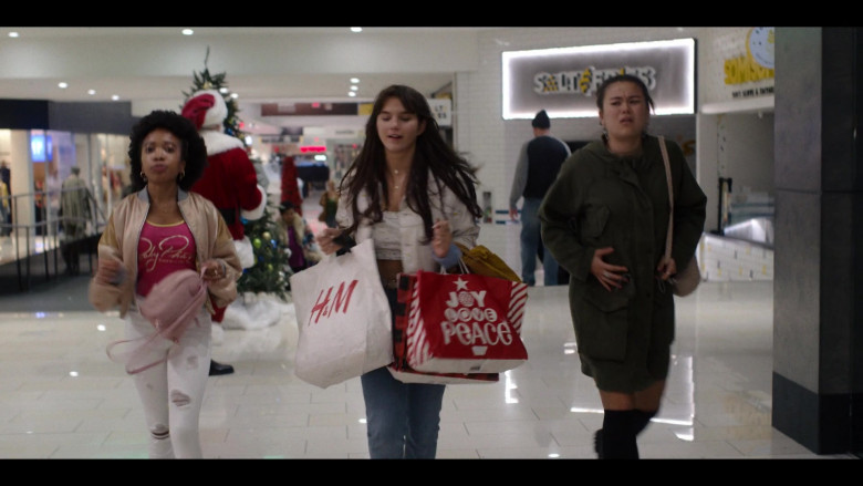 H&M Store Paper Bag in Generation S01E08 TV Show