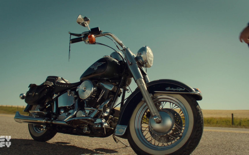 Harley-Davidson Heritage Softail Classic Motorcycle in Wynonna Earp S04E12 Old Souls (2021)