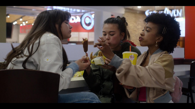 Hot Dog on a Stick Fast Food in Generation S01E08 TV Show (1)