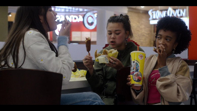 Hot Dog on a Stick Fast Food in Generation S01E08 TV Show (2)