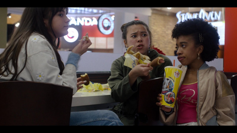 Hot Dog on a Stick Fast Food in Generation S01E08 TV Show (3)