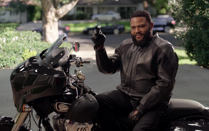 Indian Motorcycle in Black-ish S07E19 (1)