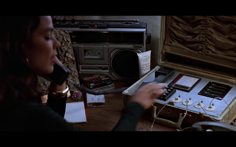 JVC boombox & Clarins in Clear and Present Danger (1994)