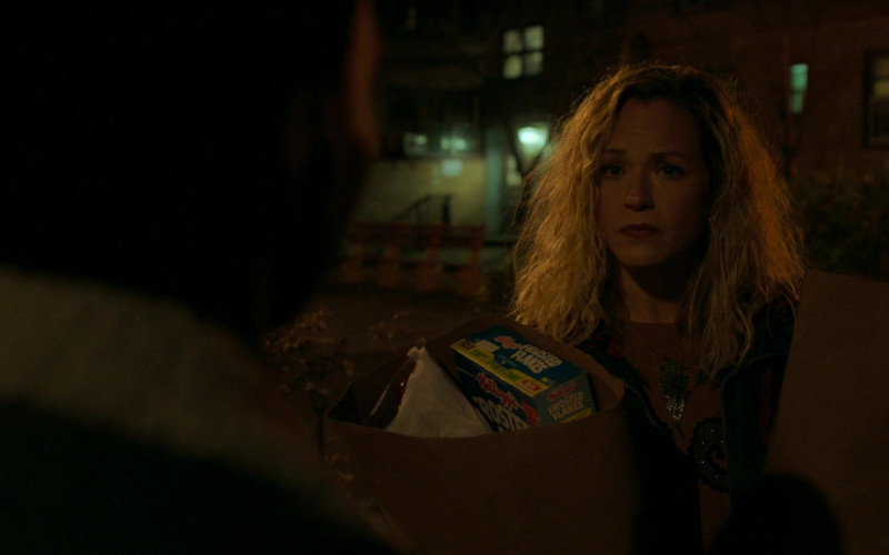 Kellogg's Frosted Flakes Cereal in City on a Hill S02E05 East of Eden (2021)