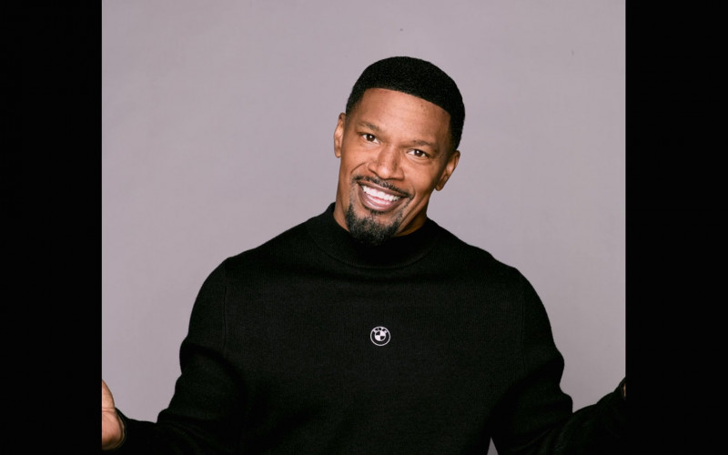 Kith for BMW Sweater of Jamie Foxx as Brian Dixon in Dad Stop Embarrassing Me! S01E01 #BlackPeopleDontGoToTherapy (2021)