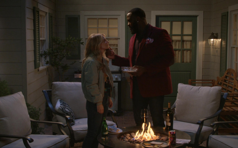 LaCroix Sparkling Water Can in B Positive S01E14 Love Life Support (2021)