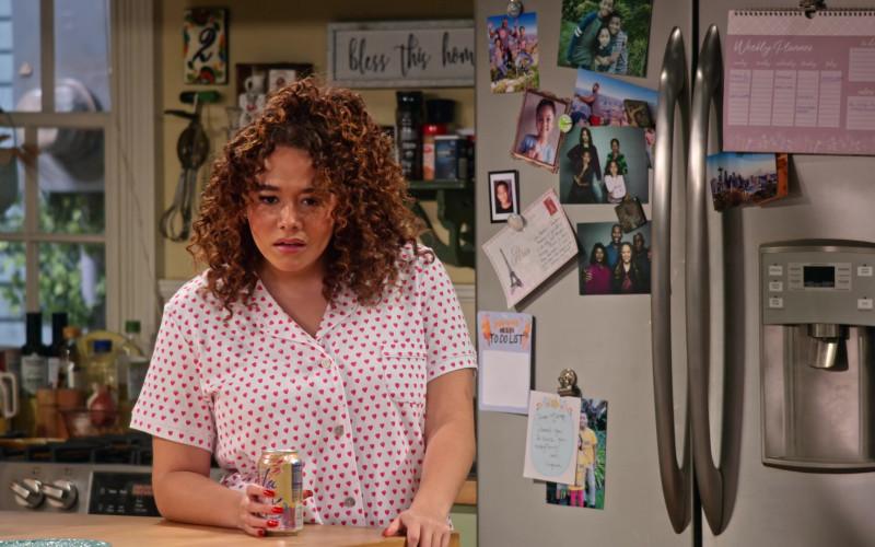 LaCroix Sparkling Water Enjoyed by Talia Jackson as Jade McKellan in Family Reunion S02E02 (1)