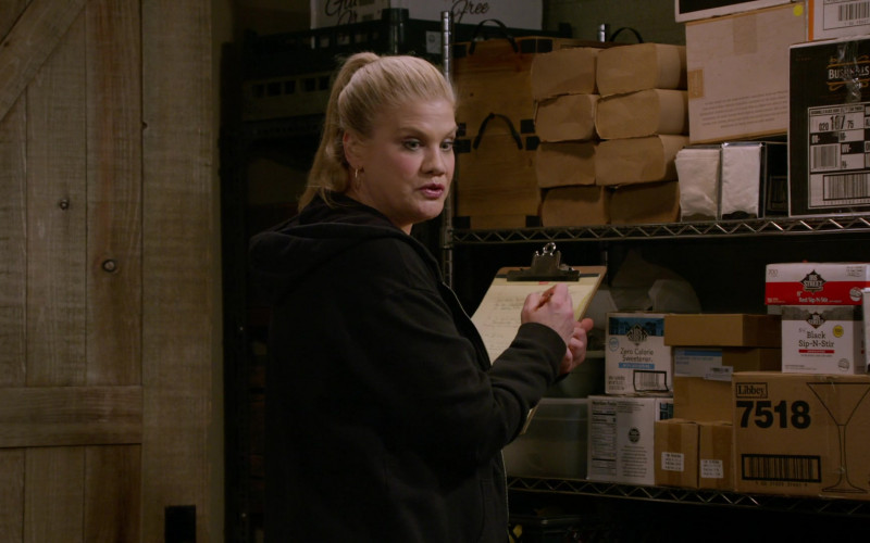 Libbey in Mom S08E15 Vinyl Flooring and a Cartoon Bear (2021)