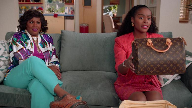 Louis Vuitton Handbag of Tika Sumpter as Alicia Johnson in Mixed-ish S02E09 TV Show 2021 (2)