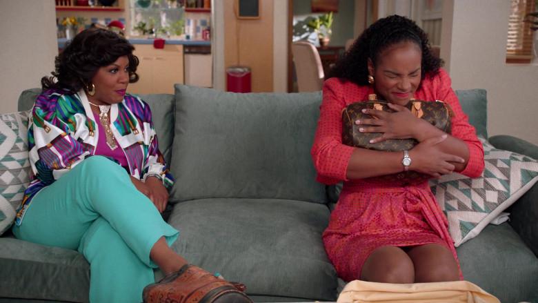 Louis Vuitton Handbag of Tika Sumpter as Alicia Johnson in Mixed-ish S02E09 TV Show 2021 (3)