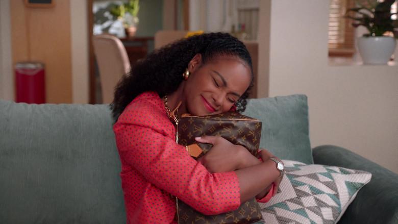 Louis Vuitton Handbag of Tika Sumpter as Alicia Johnson in Mixed-ish S02E09 TV Show 2021 (4)