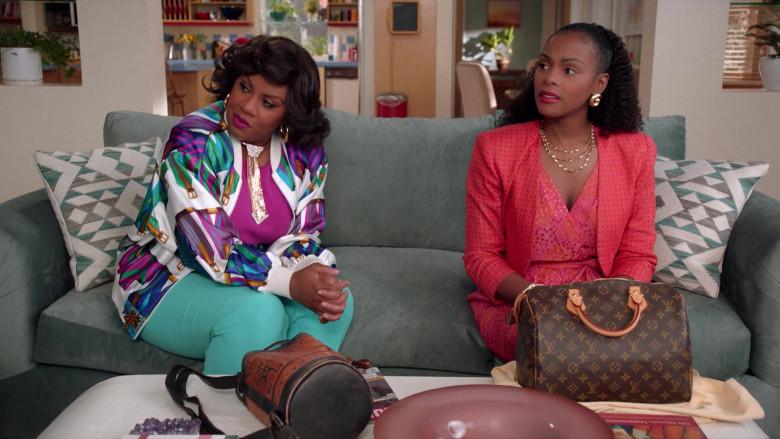 Louis Vuitton Handbag of Tika Sumpter as Alicia Johnson in Mixed-ish S02E09 TV Show 2021 (5)