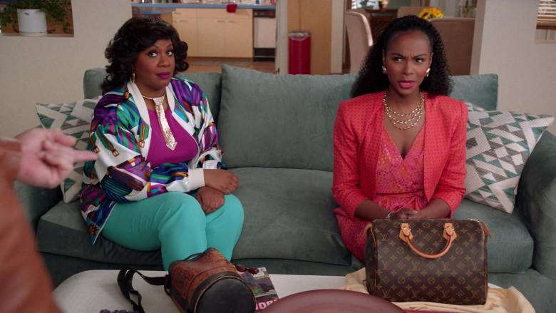 Louis Vuitton Handbag of Tika Sumpter as Alicia Johnson in Mixed-ish S02E09 TV Show 2021 (7)