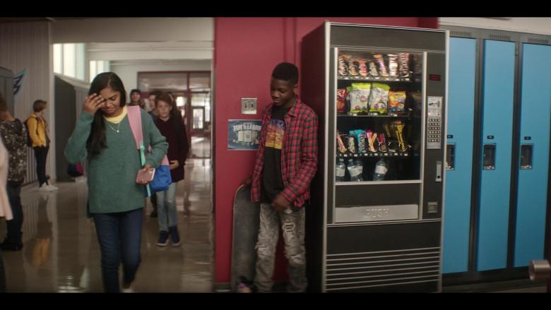 M&M's, Twix, SkinnyPop, Cheetos in The Mighty Ducks Game Changers S01E03 Breakaway (2021)