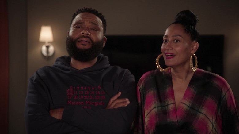 Maison Margiela Hoodie of Anthony Anderson as Andre 'Dre' Johnson in Black-ish S07E19 (2)