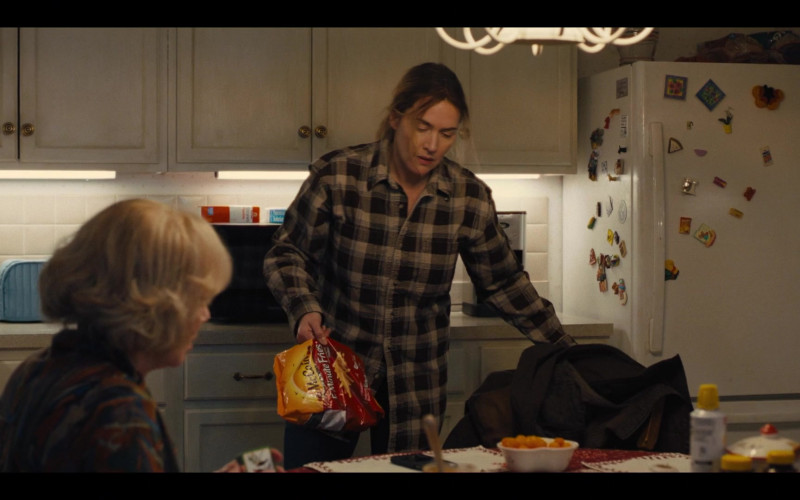 McCain Potatoes 5 Minute Fries Held by Kate Winslet as Mare Sheehan in Mare of Easttown Episode 1 Miss Lady Hawk Herself (2021)