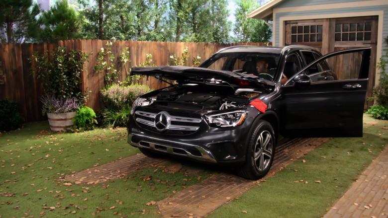Mercedes-Benz SUV in Family Reunion S03E02