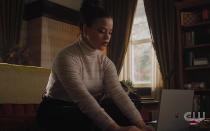 Microsoft Surface Laptop in Charmed S03E10 Bruja-Ha (2021)