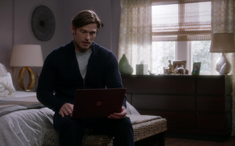 Microsoft Surface Laptops in Grey's Anatomy S17E13 TV Show (1)