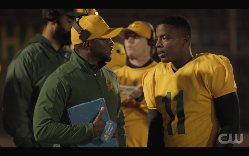 Microsoft Surface Tablet Held by Taye Diggs as Billy Baker in All American S03E10 (1)