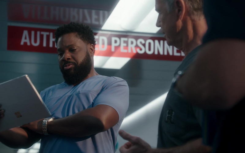Microsoft Surface Tablet of Malcolm-Jamal Warner as Andre Jeremiah in The Resident S04E11 After the Storm (2021)